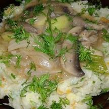 Vegetable mushroom stew on cauliflower paste